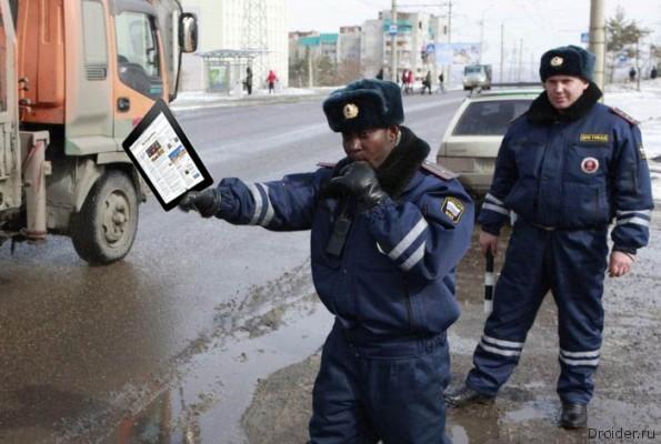 otodral-zhenshinu-politseyskogo