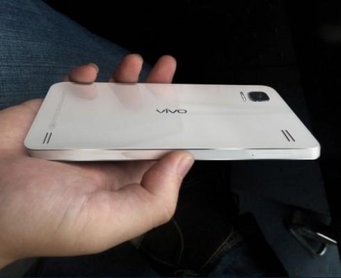 В сети появились «живые» снимки смартфона с дисплеем разрешением 2560 на 1440 точек