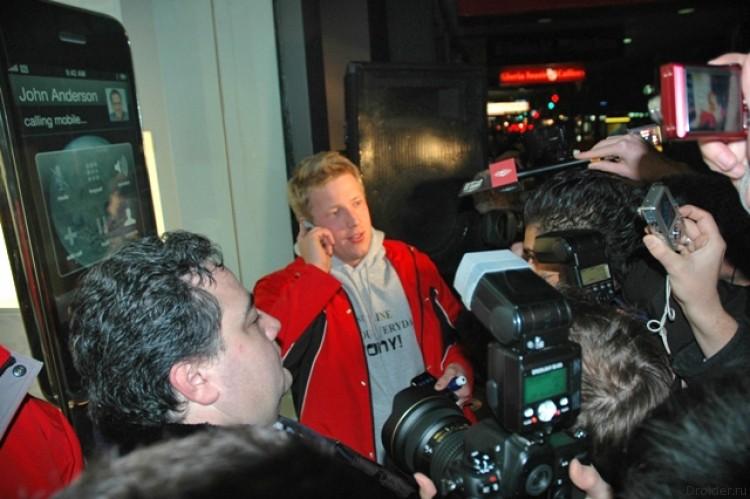 Джонни Гладуэлл - первый покупатель iPhone 3G. 2008 год