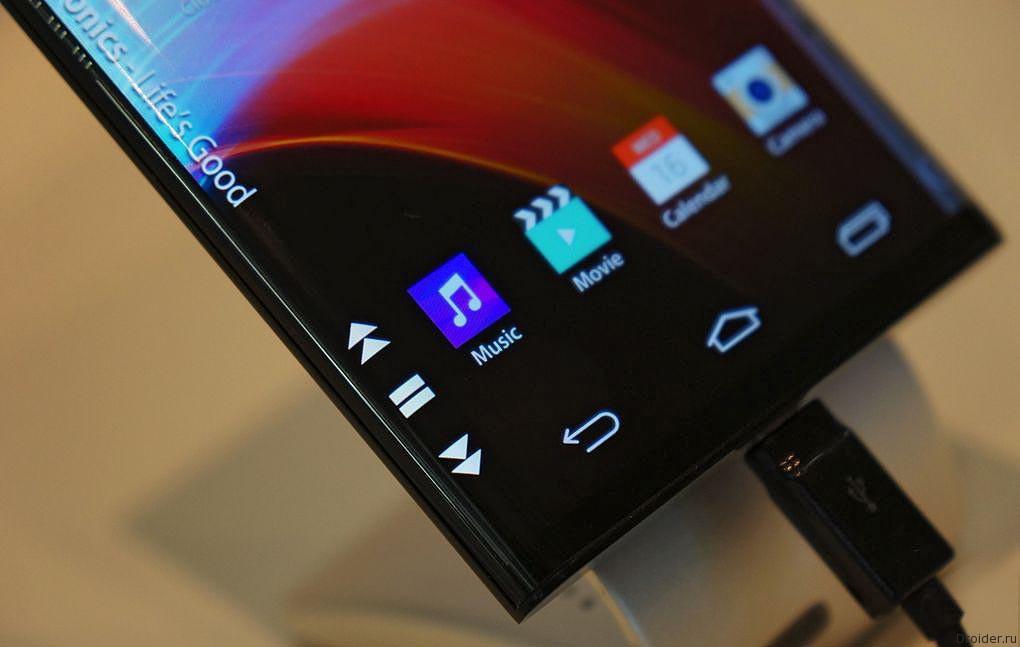 LG показала смартфон с двумя загнутыми гранями
