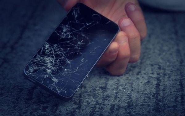 [Инфографика] Почему разбиваются экраны смартфонов?