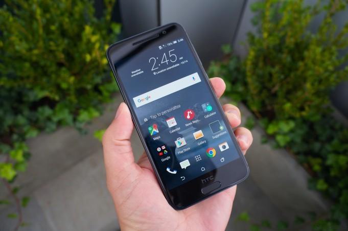 Смартфон One M10 от HTC на «живых» снимках