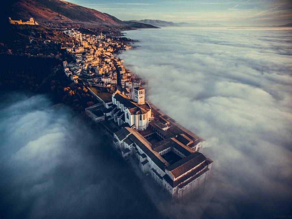 Церковь Сан-Франческо в Ассизи, Италия. Первое место в категории «Путешествия». Фотограф: Francesco Cattuto