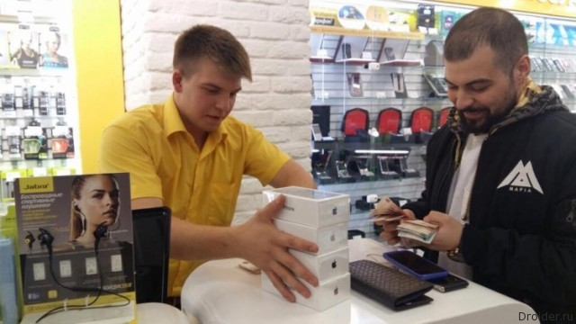 Фотоитоги первого дня продаж iPhone 7 и 7 Plus в России |Android