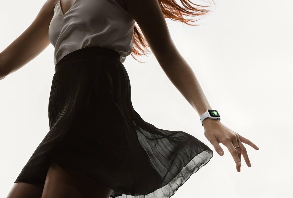 6 новогодних реклам про Apple Watch Series 2