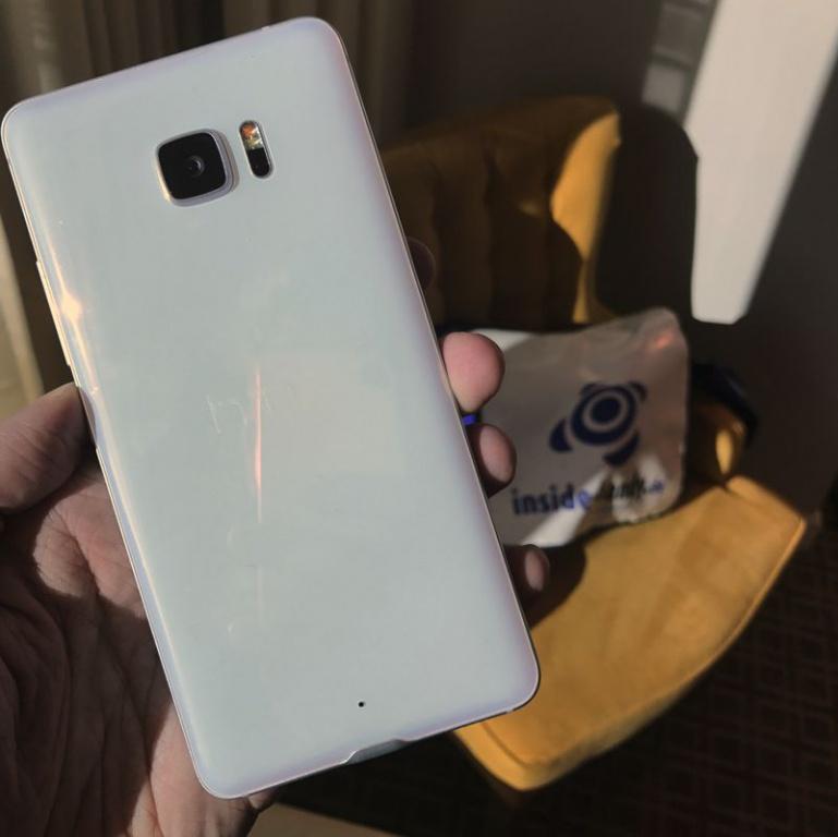 U Ultra от HTC на снимках
