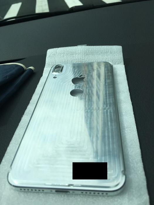 iPhone 8 и дактилоскоп сзади