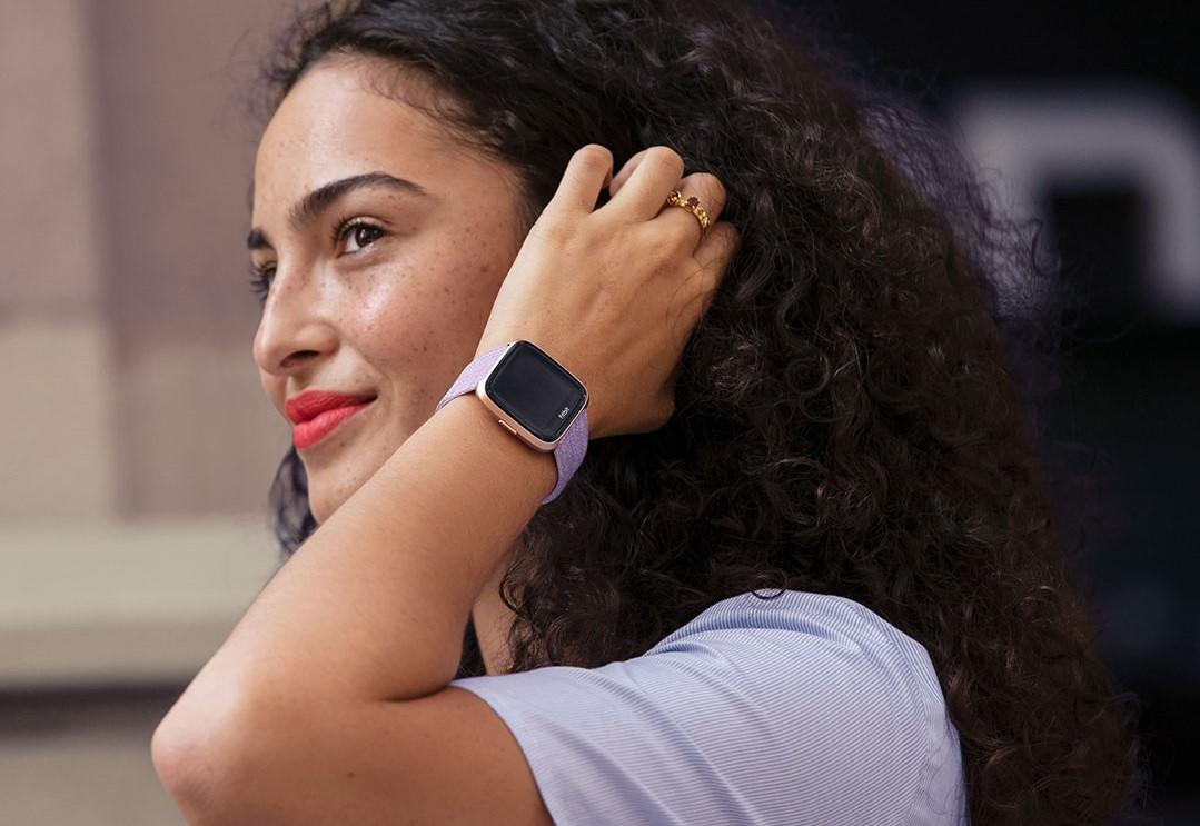 Versa от Fitbit — доступные смарт-часы