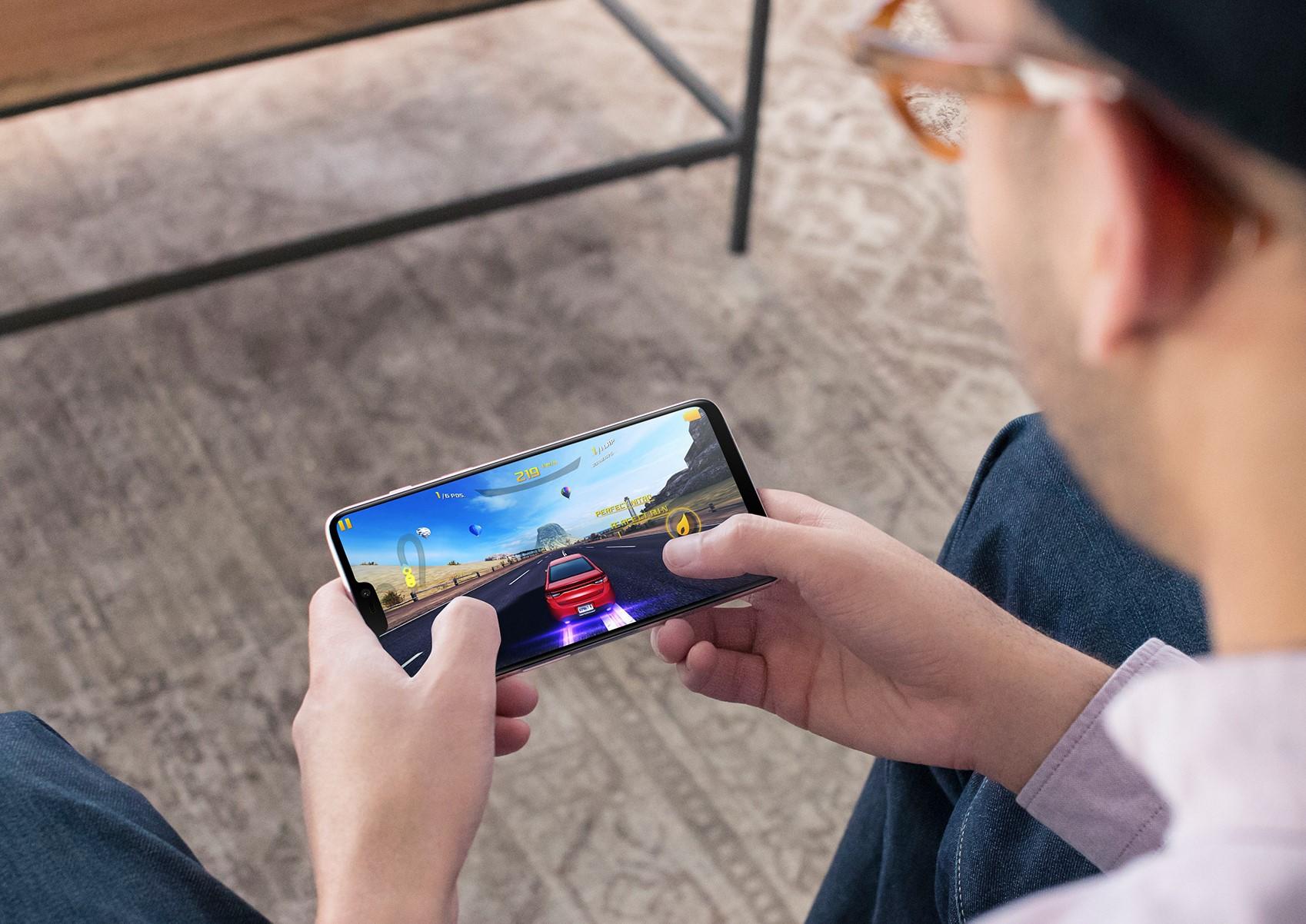 OnePlus 6 — стеклянный «челкофон»
