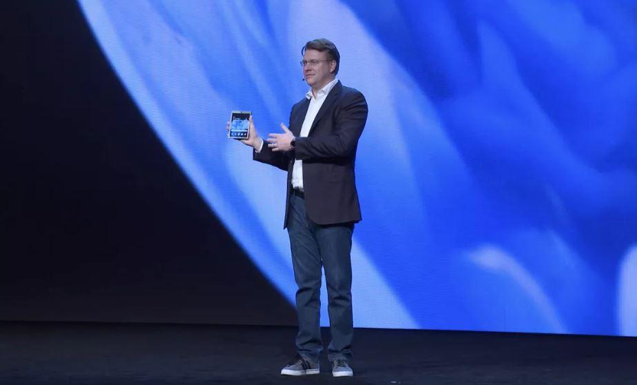 Samsung показала складной смартфон