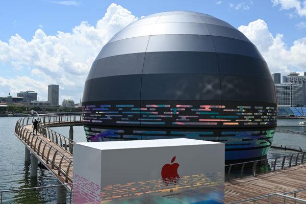 Apple Store еле держится на плаву в Сингапуре