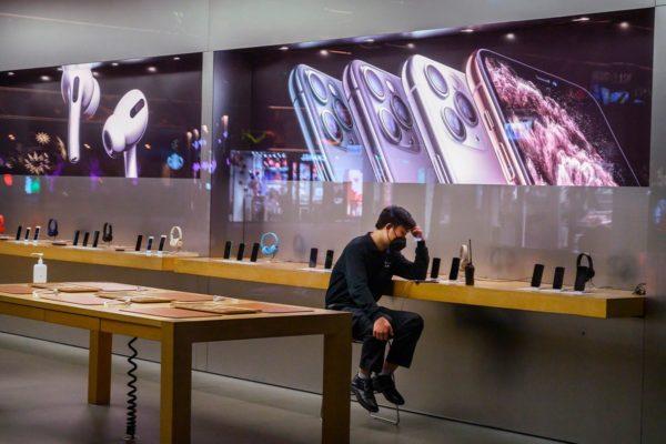 С полок Apple Store исчезли наушники других брендов?