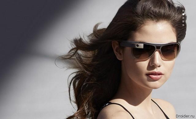 Модель в смарт-очках Google Glass с дизайнерской оправой