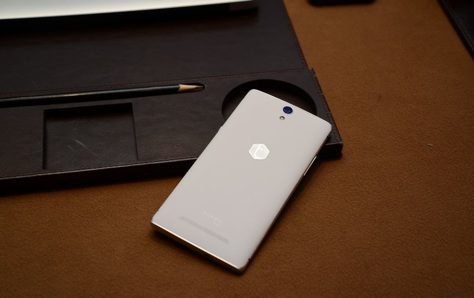 Прототип смартфона Takee 1 от компании Estar Technology