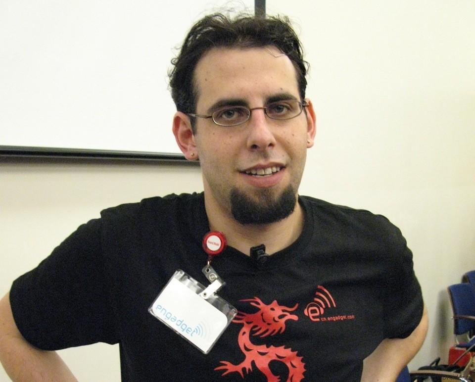 Блоггер Эван Бласс, известный под ником Evleaks