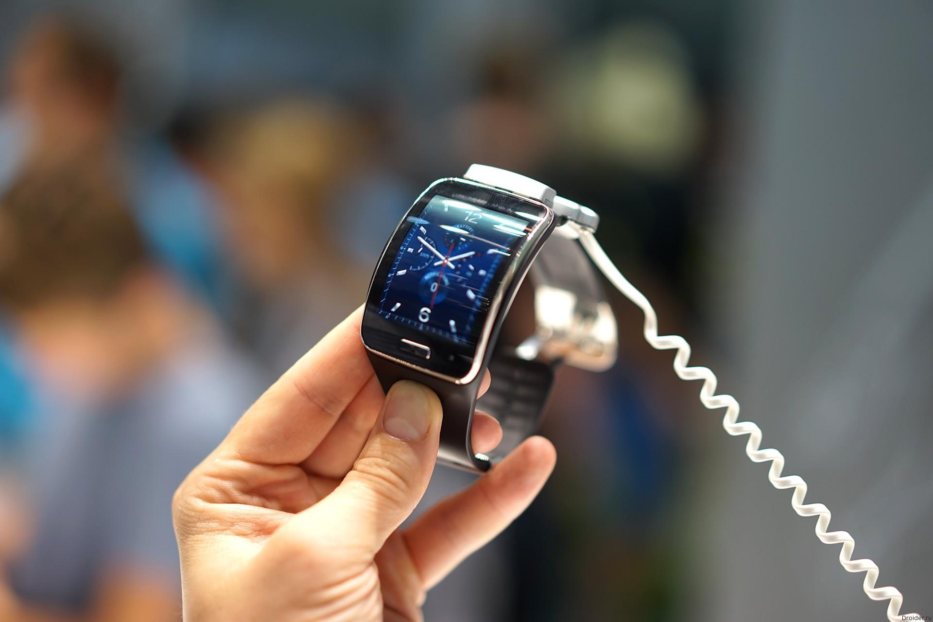 """""""Умные"""" часы Gear S от Samsung"""