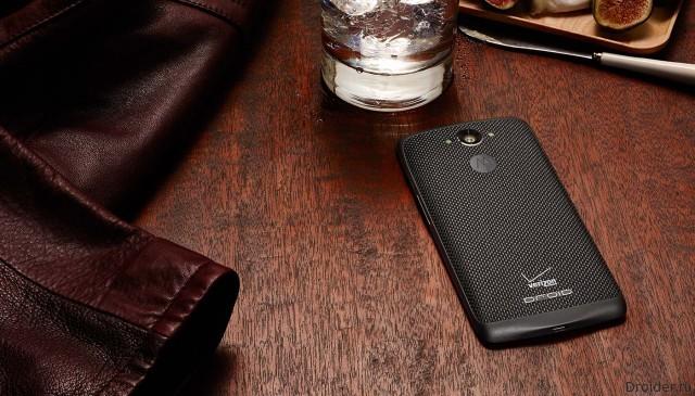 Смартфон Droid Turbo от Motorola