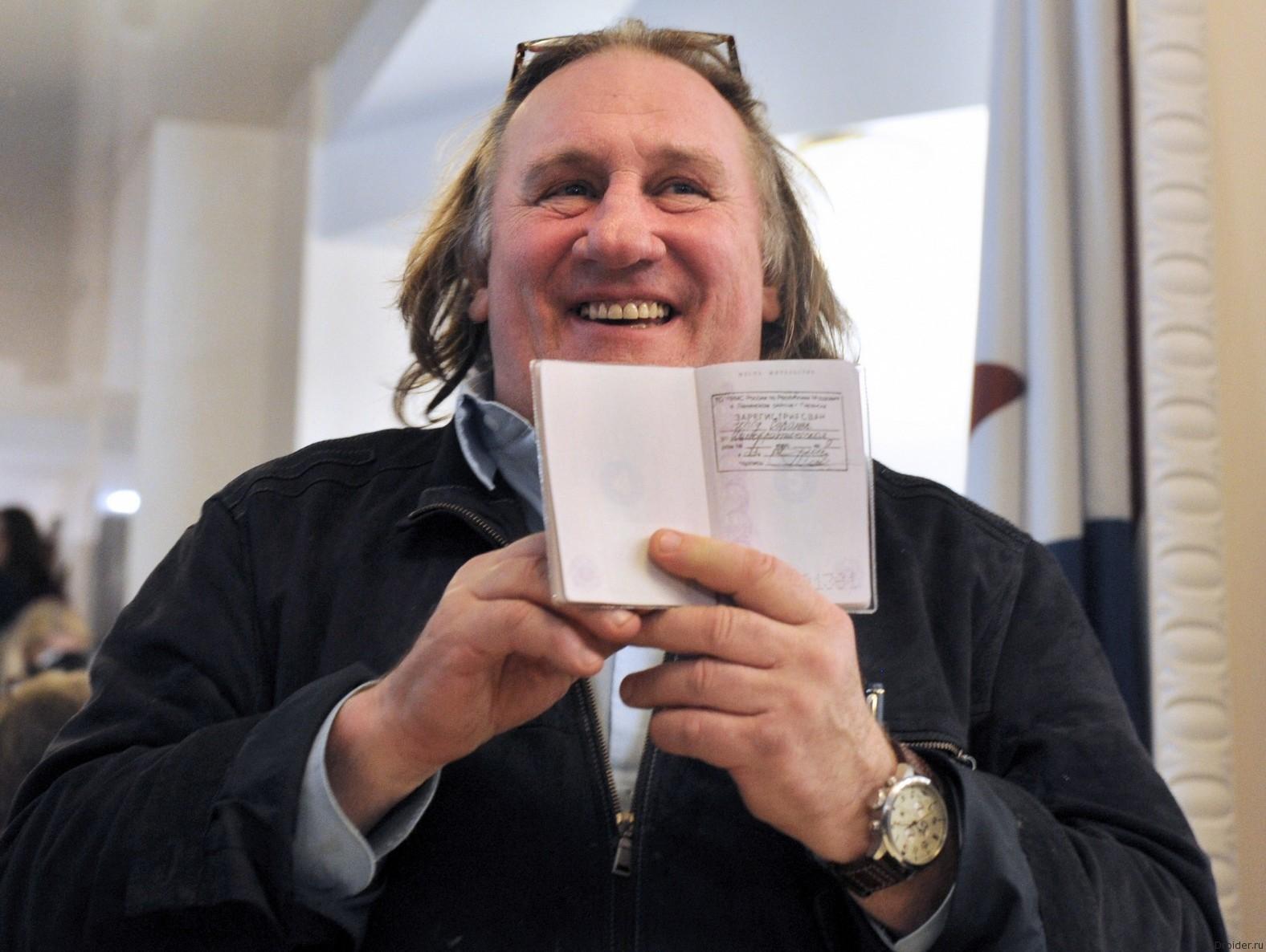 Актер Жерар Депардье и российский паспорт