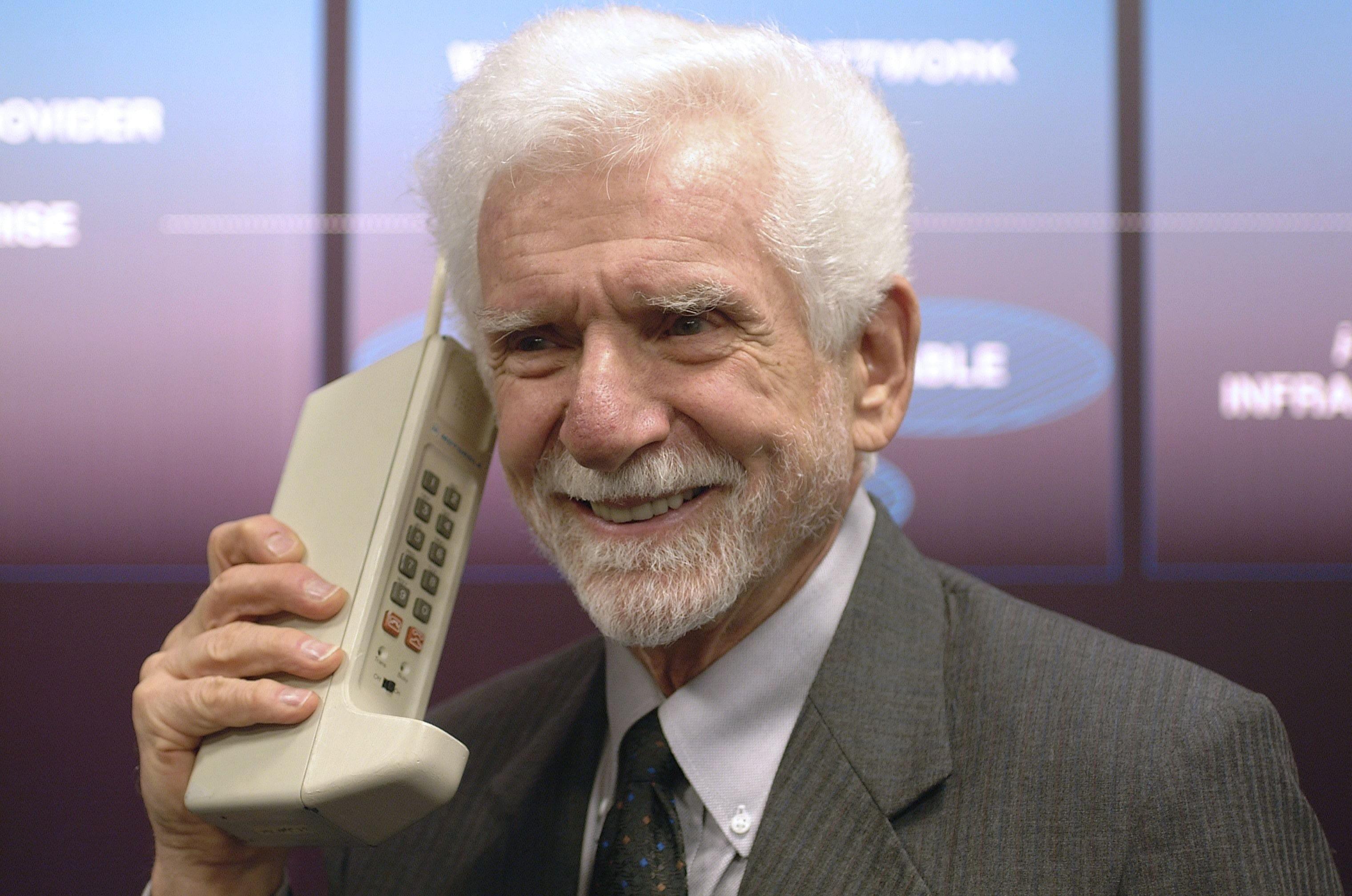 Motorola DynaTAC и Мартин Купер