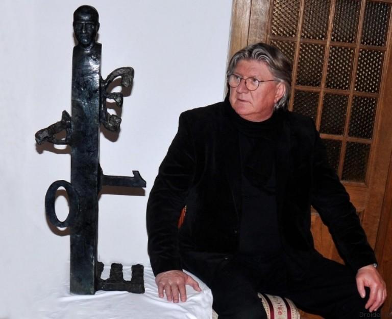 Статуя Стиву Джобсу в Белграде