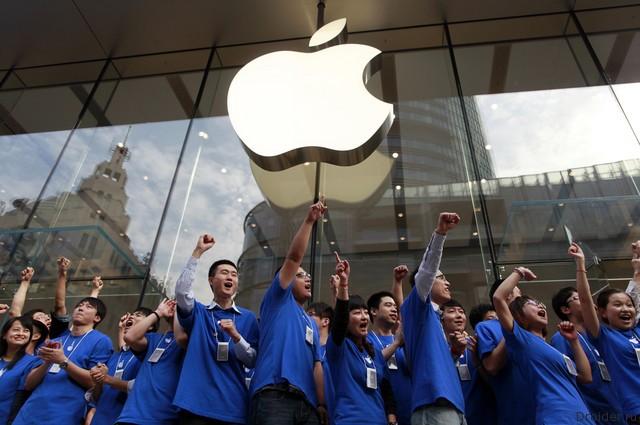 Сотрудники Apple Store