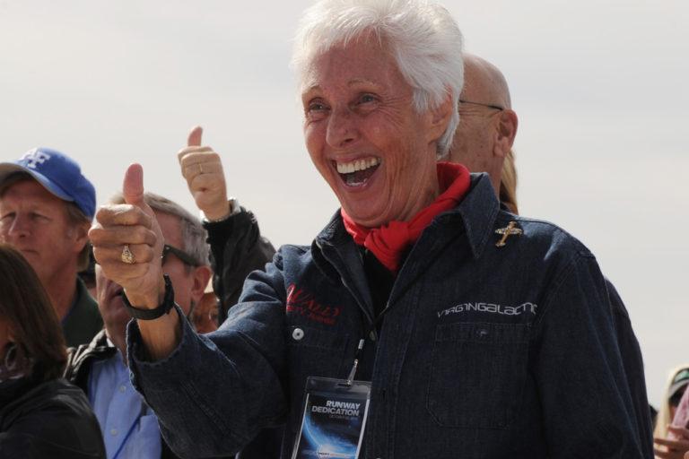 Джефф Безос возьмет в полёт 82-летнюю Уолли Фанк